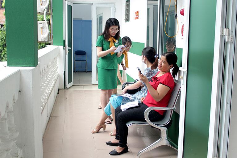 Quân dân 102 là địa chỉ chị Hà lựa chọn để khám, điều trị mề đay khi mang thai
