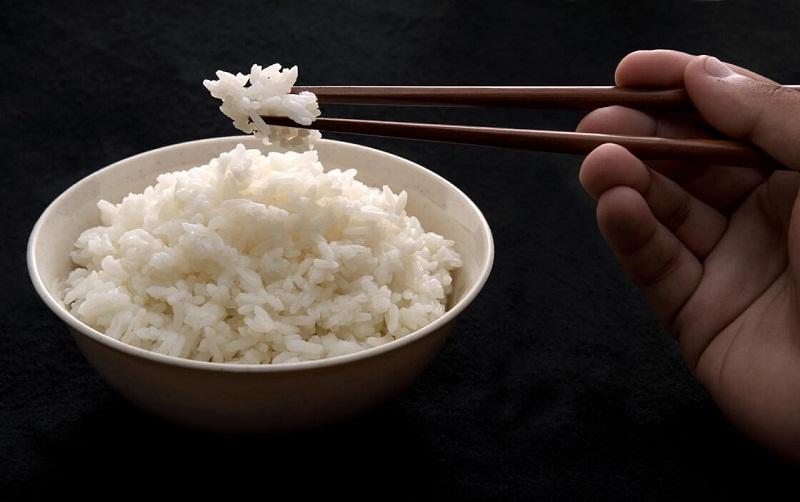 Cơm trắng chứa nhiều tinh bột và đường glucose, không tốt cho bệnh nhân bị tiểu đường