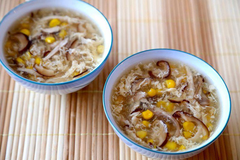 Soup gà là một món ăn bổ dưỡng không làm tăng lượng đường huyết mà người bệnh nên thực hiện