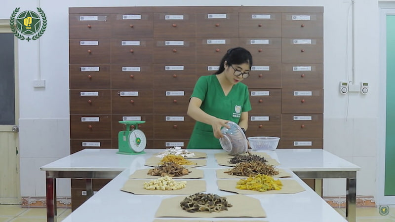 Thuốc do Trung tâm Thừa kế & Ứng dụng Đông y Việt Nam sản xuất có đầy đủ thông tin bài thuốc, thành phần, hướng dẫn sử dụng - Người bệnh chú ý
