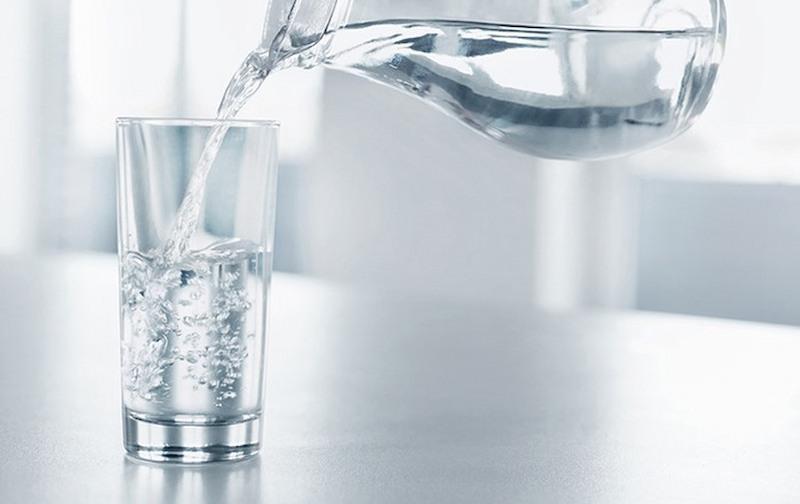 Nên uống nhiều nước khi sử dụng dược liệu hà thủ ô