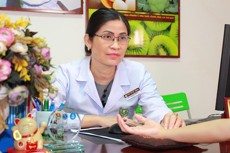 Bác sĩ Bùi Thị Thu Hằng bén duyên với nghề y từ sớm