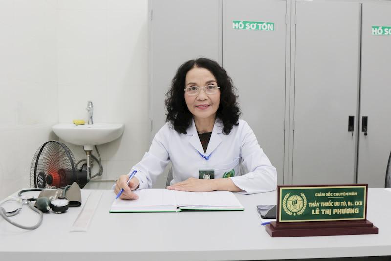 Thầy thuốc ưu tú Lê Phương là người chẩn đoán và điều trị bệnh tổ đỉa cho Ngân