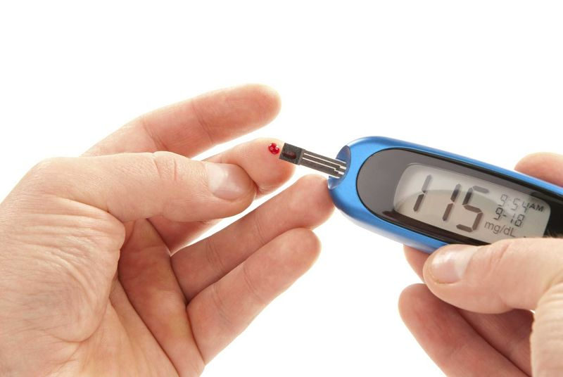 Người bệnh nên kiểm tra lại chỉ số đường huyết của mình sau khi sử dụng rượu bia