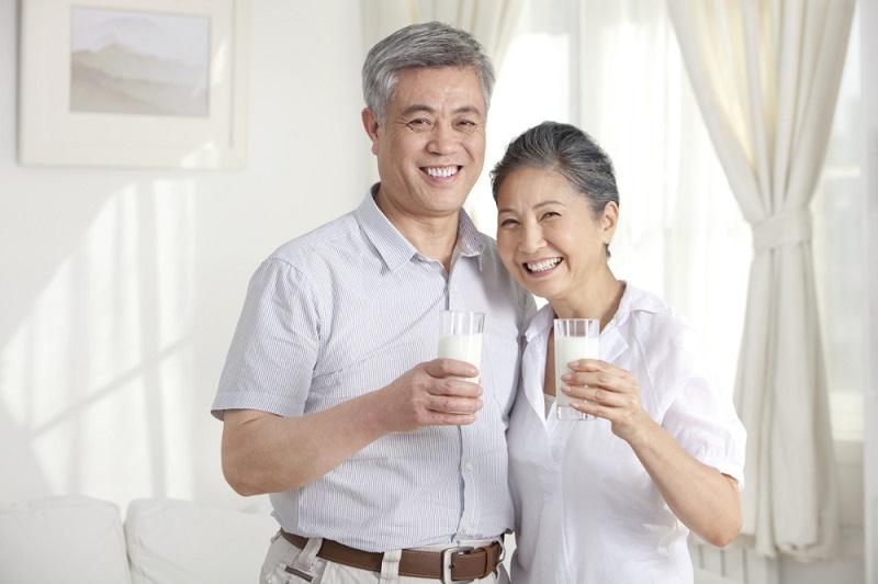 Người bệnh tiểu đường cần chú ý pha sữa đúng theo chỉ dẫn của nhà sản xuất