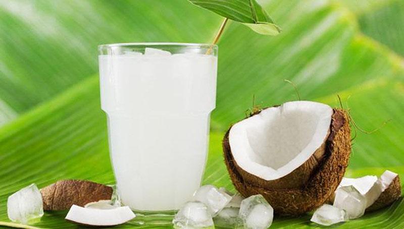 Hàm lượng nước dừa được khuyến cáo là 1 cốc 240ml uống vào bữa phụ trong ngày