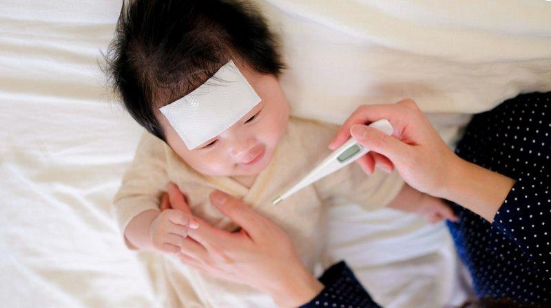 Cần cẩn trọng khi điều trị cho trẻ nhỏ bị ho kèm theo sốt cao, khó thở