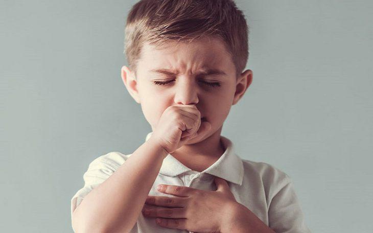 Bé bị ho khan khiến con luôn trong tình trạng khó chịu, cơ thể mệt mỏi, quấy khóc