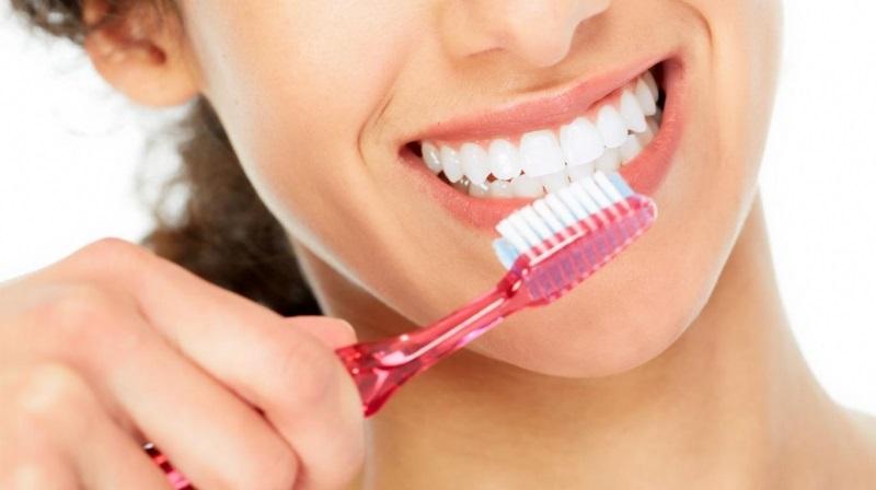 Chế độ chăm sóc răng miệng là yếu tố quyết định bọc răng sứ có được vĩnh viễn không