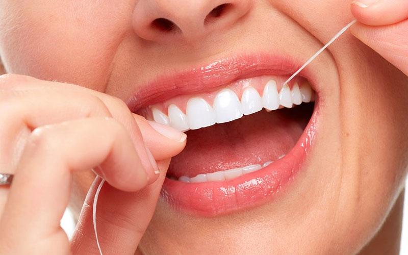 Giữ vệ sinh răng miệng sau khi bọc răng sứ là rất quan trọng