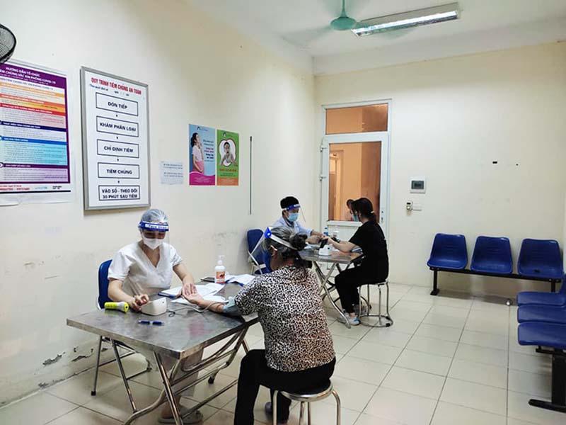 Công tác tiêm chủng, xét nghiệm được đẩy mạnh tại Trạm y tế phường Phú Đô